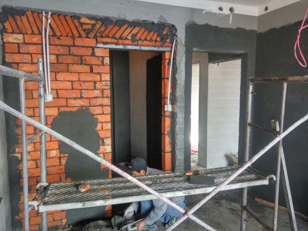 形象保护与拆除砌墙工程进行中
