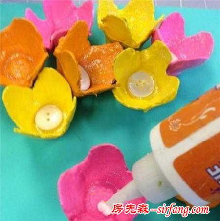 亲子手工废物利用鸡蛋托制作花朵装饰画详细图