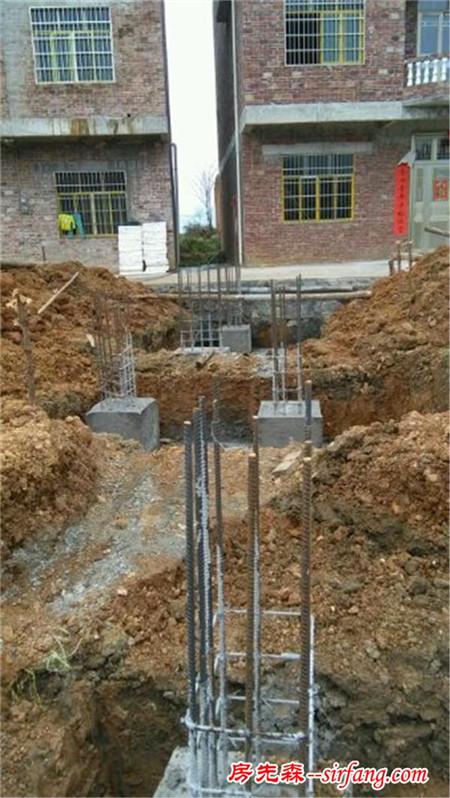 自建房立柱钢筋应该怎么接啊?是焊接,还是直接用扎丝梆呢?