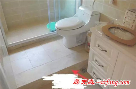 一楼马桶移位_装修攻略 家居生活 正文    小白说一句:不提倡马桶移位,开发商的厕所