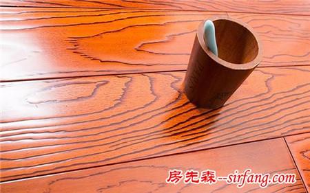 头一次知道地板缝要这样清洁才彻底!这么多年的地板都白擦了!