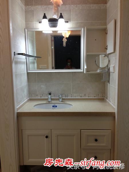 卧室门对着卫生间干区的镜子,半夜起来上厕所吓一跳