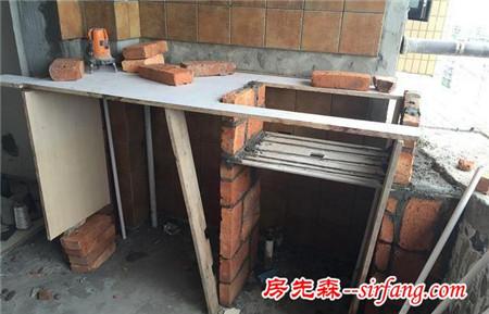 爸爸为省钱亲自做砖砌洗衣池,来参观的人都回去模仿了