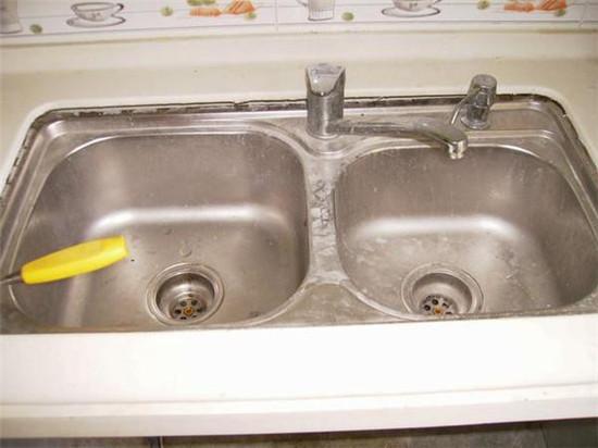 厨房水槽漏水不懂保养不会 水暖工天天维修最有话语权