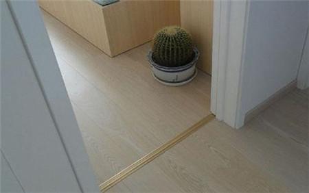 先装地板还是先装门?专业人士建议先装地板后装门