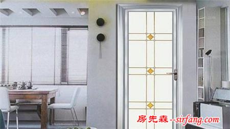 卫生间门如同一个人的脐带
