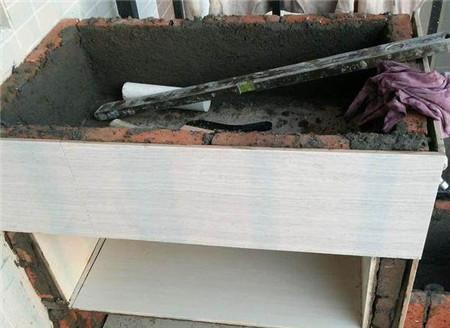 阳台装修为了省钱,自己动手砌了洗衣池