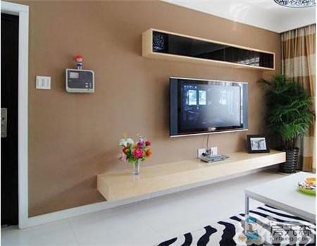 想装壁挂电视机,插座是放在上面好还是下面好?